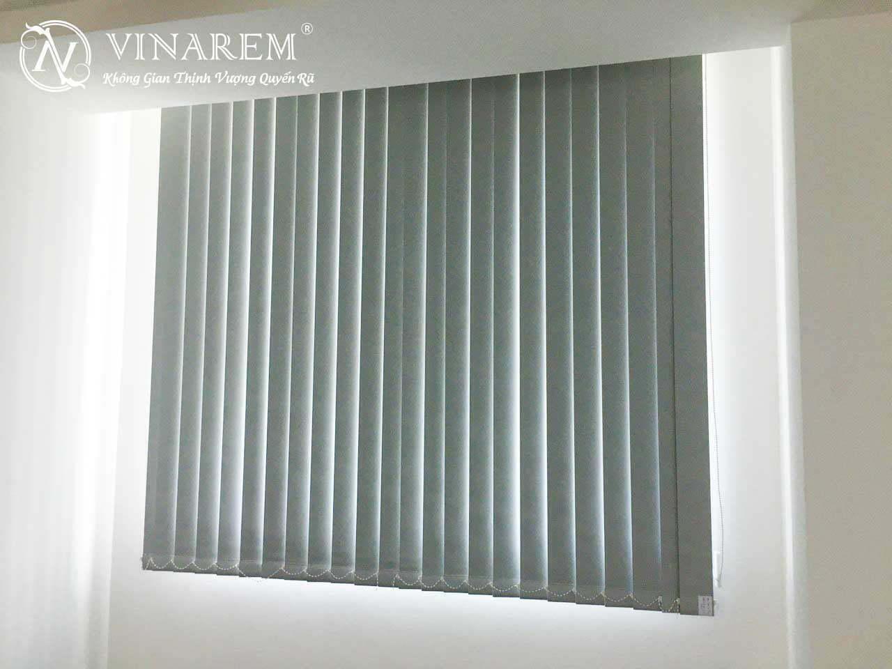 Rèm sáo dọc cho cửa sở văn phòng | Vinarem