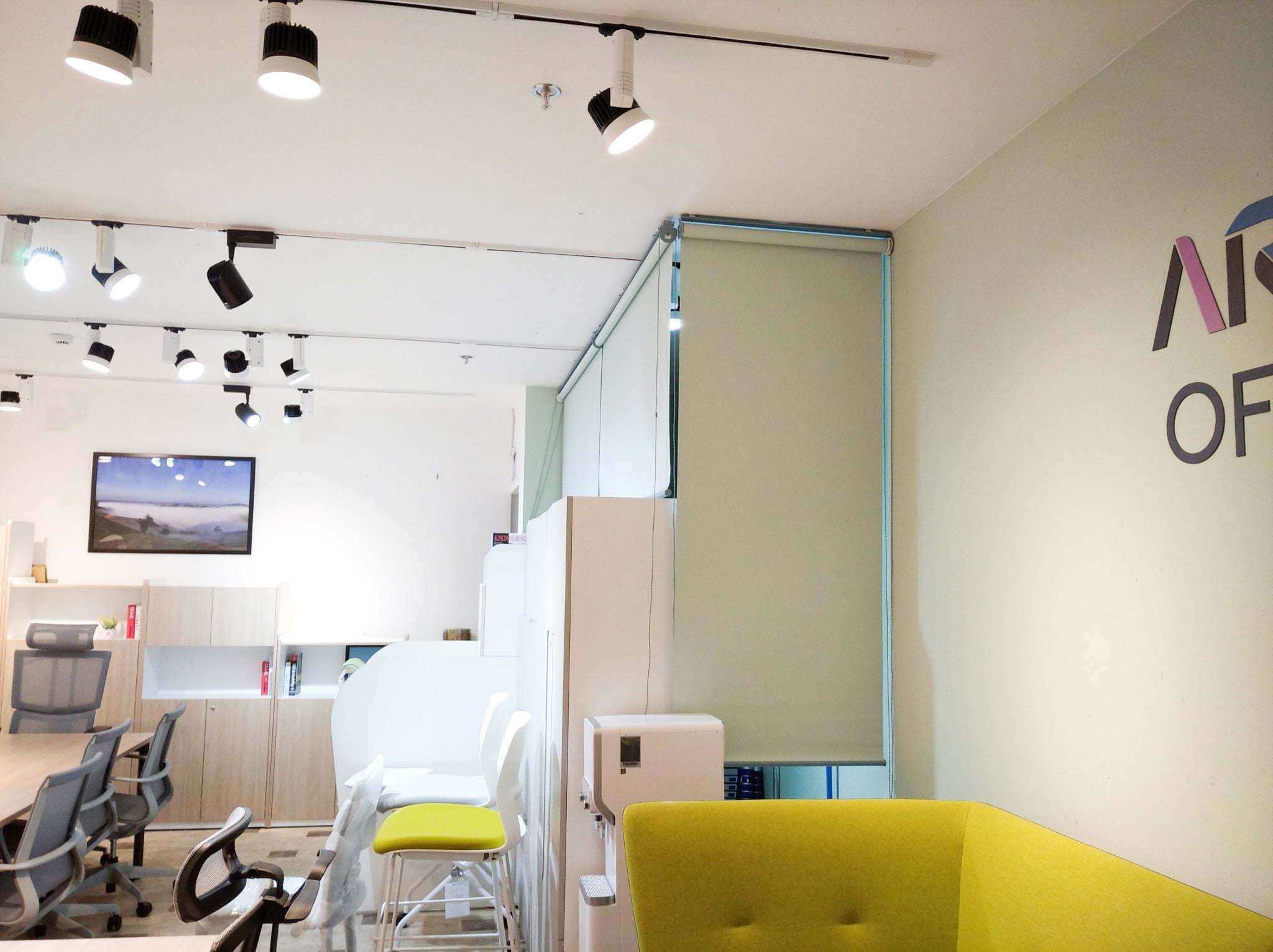 Rèm cuốn văn phòng màu xanh da trời | Vinarem