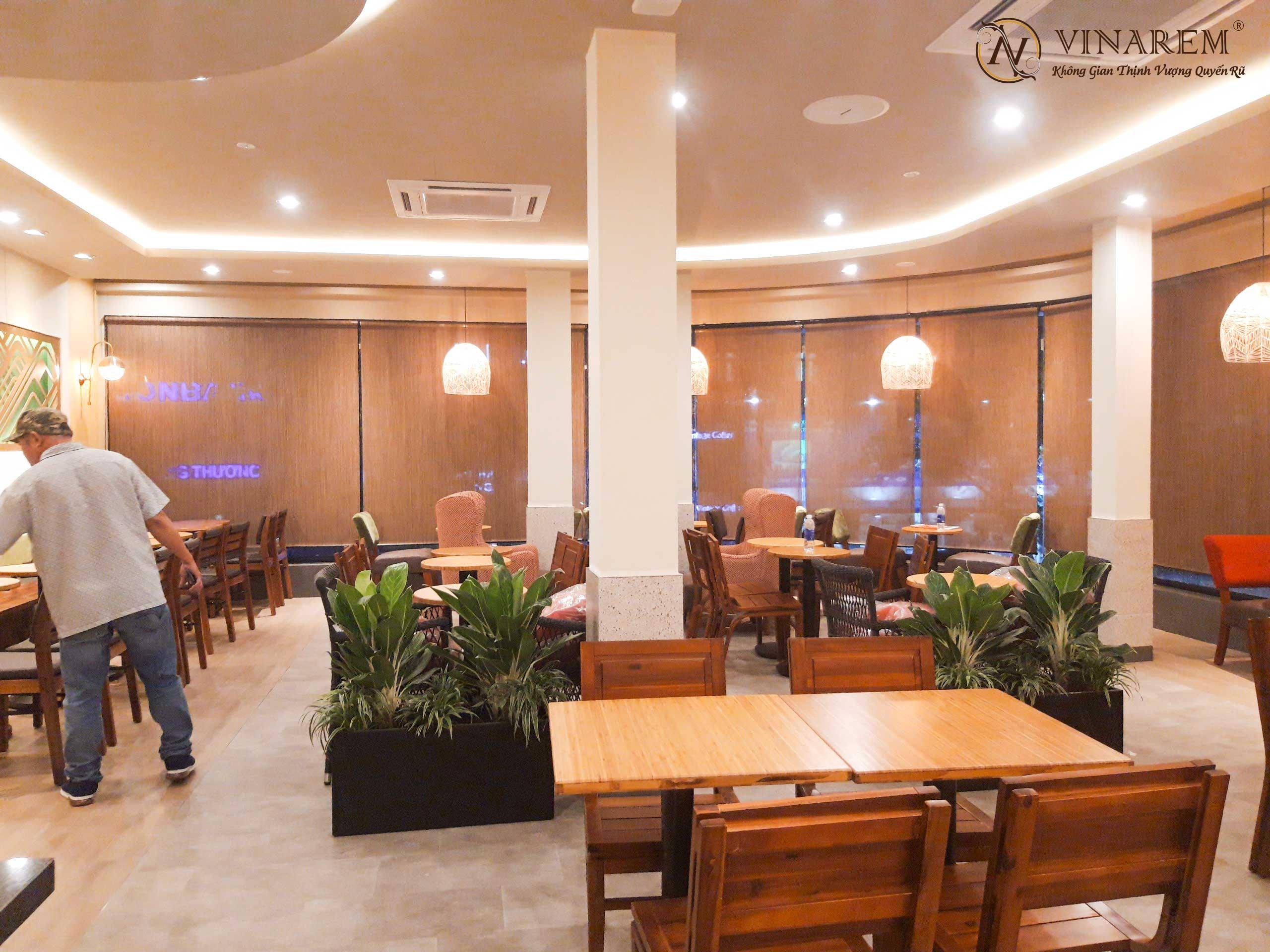 Rèm cuốn cao cấp sang trọng cho quán cà phê   Vinarem