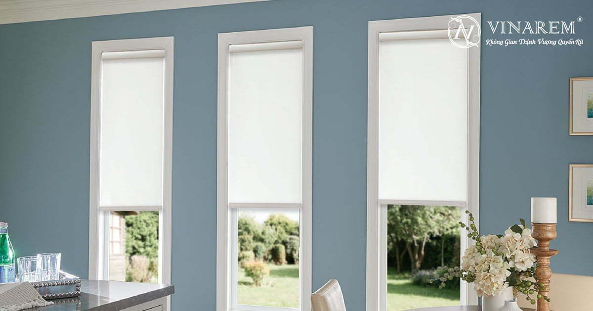 Rèm cuốn cửa sổ màu trắng