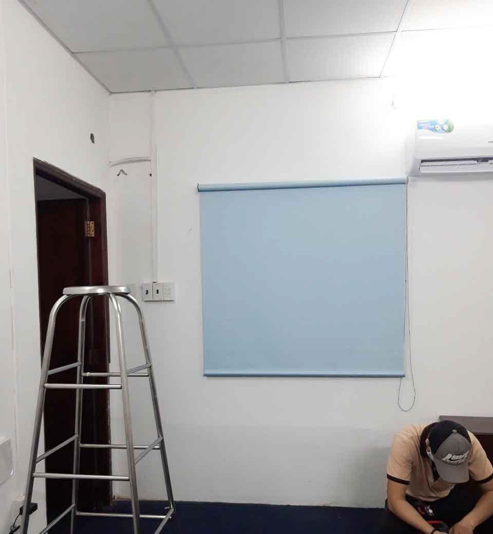 Rèm cuốn màu xanh da trời nhạt cho cửa sổ | Vinarem