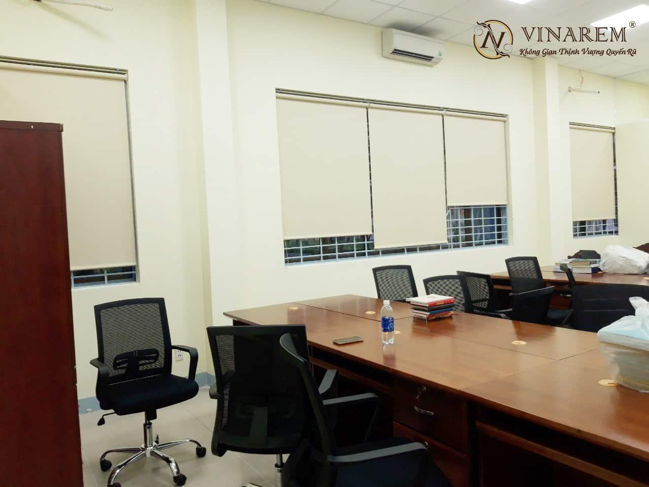 Rèm cuốn văn phòng sang trọng và hiện đại | Vinarem