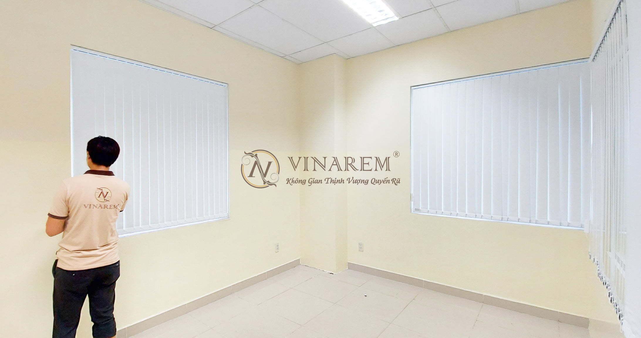 Rèm sáo dọc màu trắng cao cấp   Vinarem