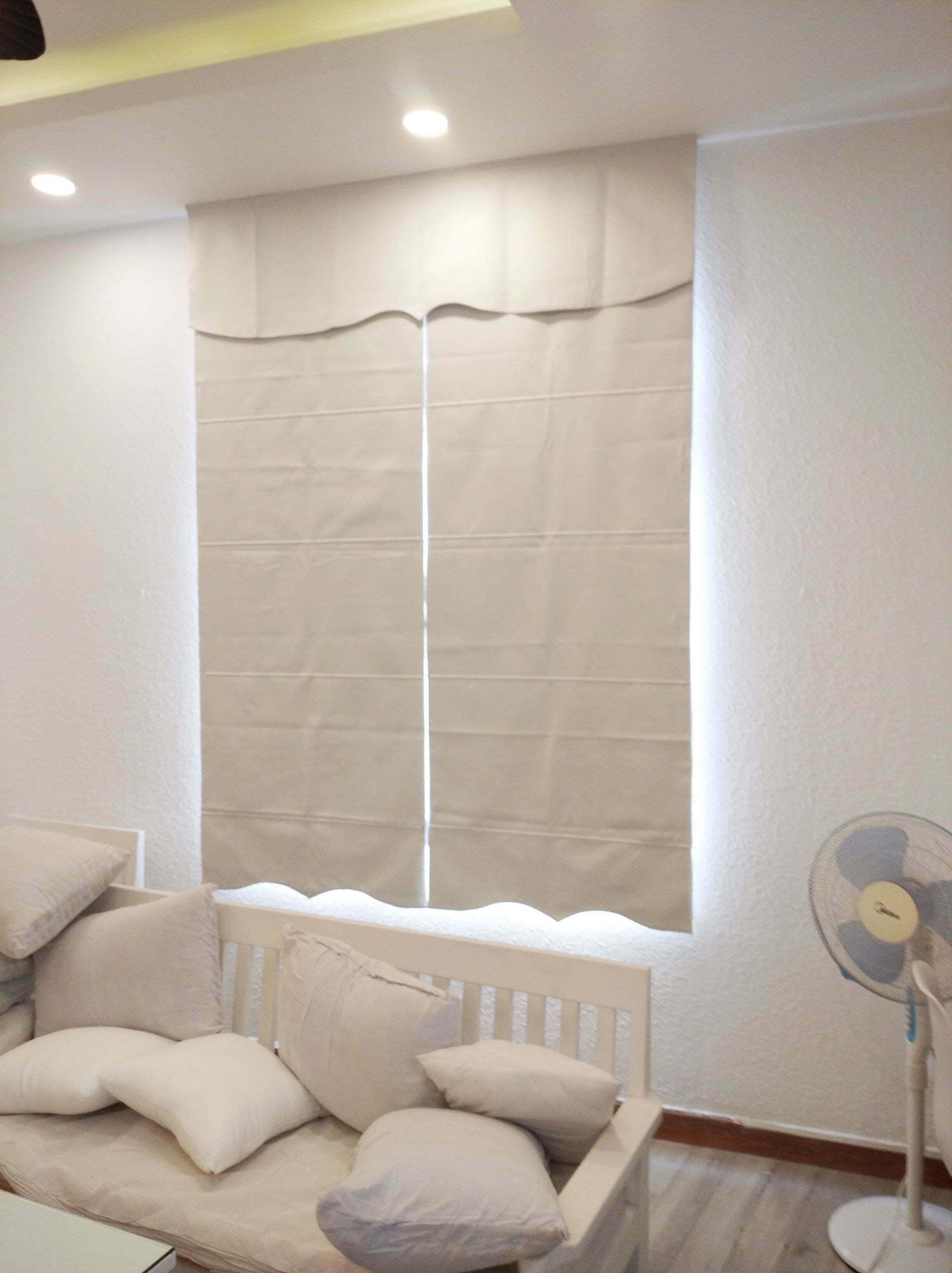 Rèm roman màu trắng cho cửa sổ