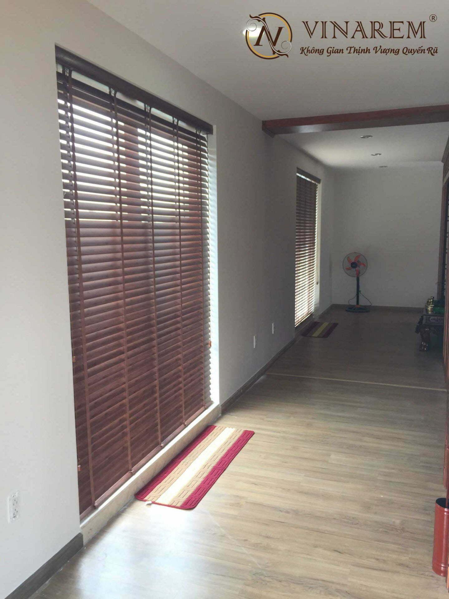 Công trình rèm sáo gỗ cho cửa sổ hội trường