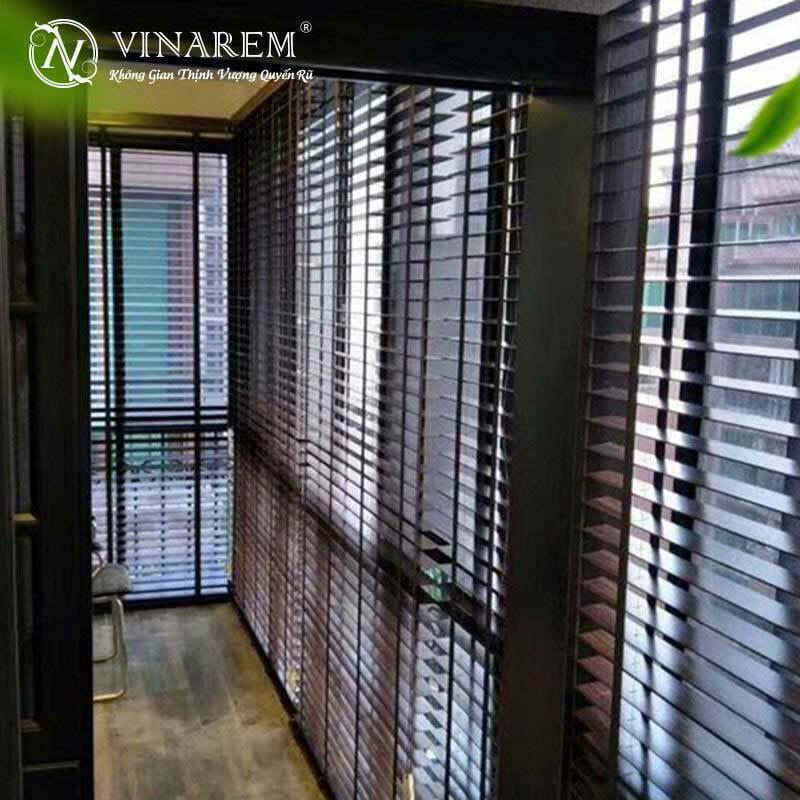 Công trình rèm sáo gỗ cho cửa sổ hội trường | Vinarem