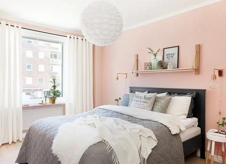 phòng màu hồng chọn rèm màu trắng